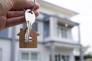kluczyki do mieszkania na tle mieszkania