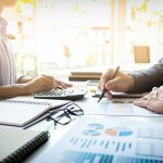 Jak profesjonalne szkolenia i konsulting biznesowy mogą pomóc każdej firmie